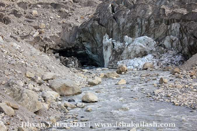 Gomukh: Altitute of 11,500 ft, It is the tip of the Gangatri Glacier from it, the Ganga (Bhagirathi) originates