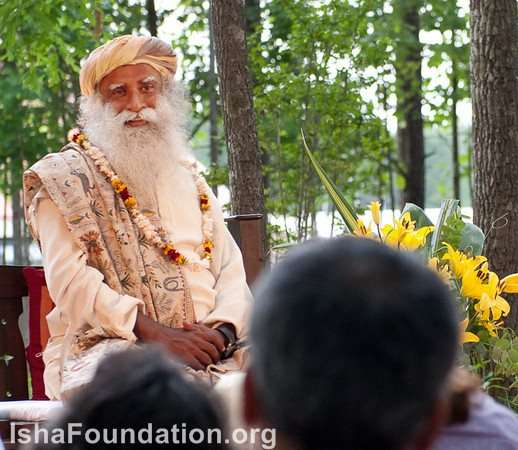 Sadhguru speaks to residents at iii