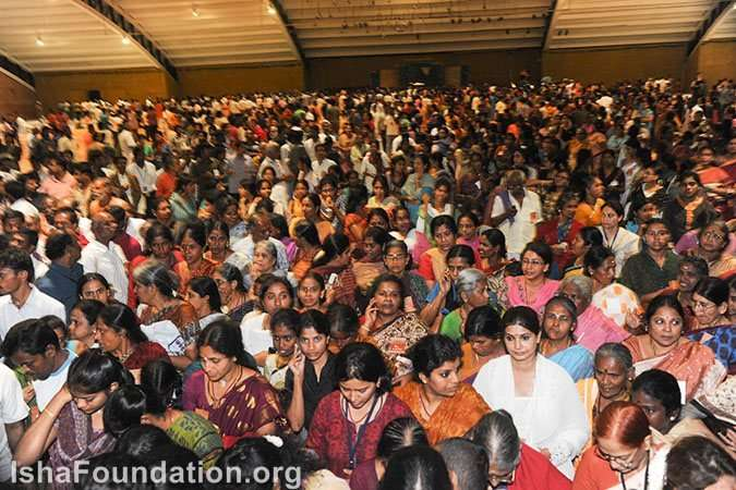 Thousands attend Sathsang with Sadhguru - Guru Pournima