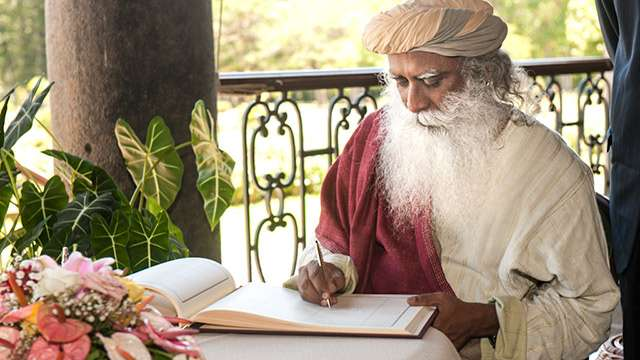 Sadhguru-writing-pic-640x360