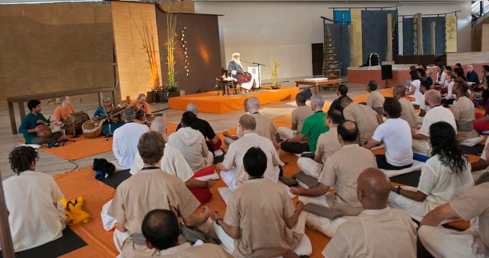 Sadhguru with Hata Yoga Students