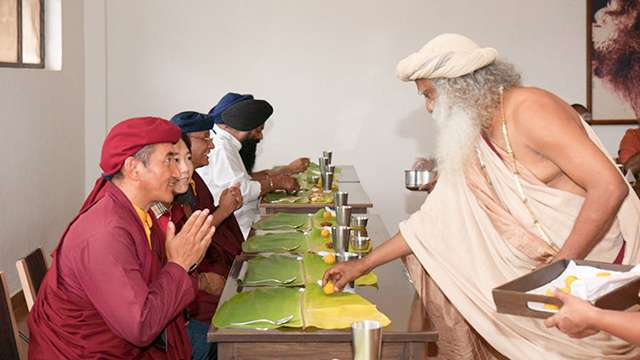 sadhguru-serving-14annv-dhy