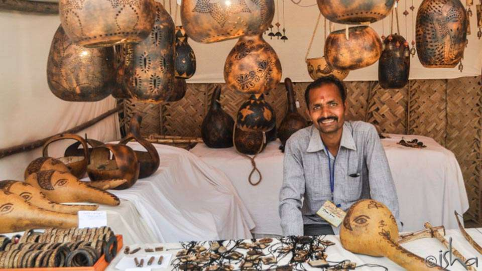 Tuma, decorative gourd craft at the Hands of Grace 2014