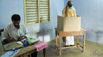 Sadhguru casting his vote