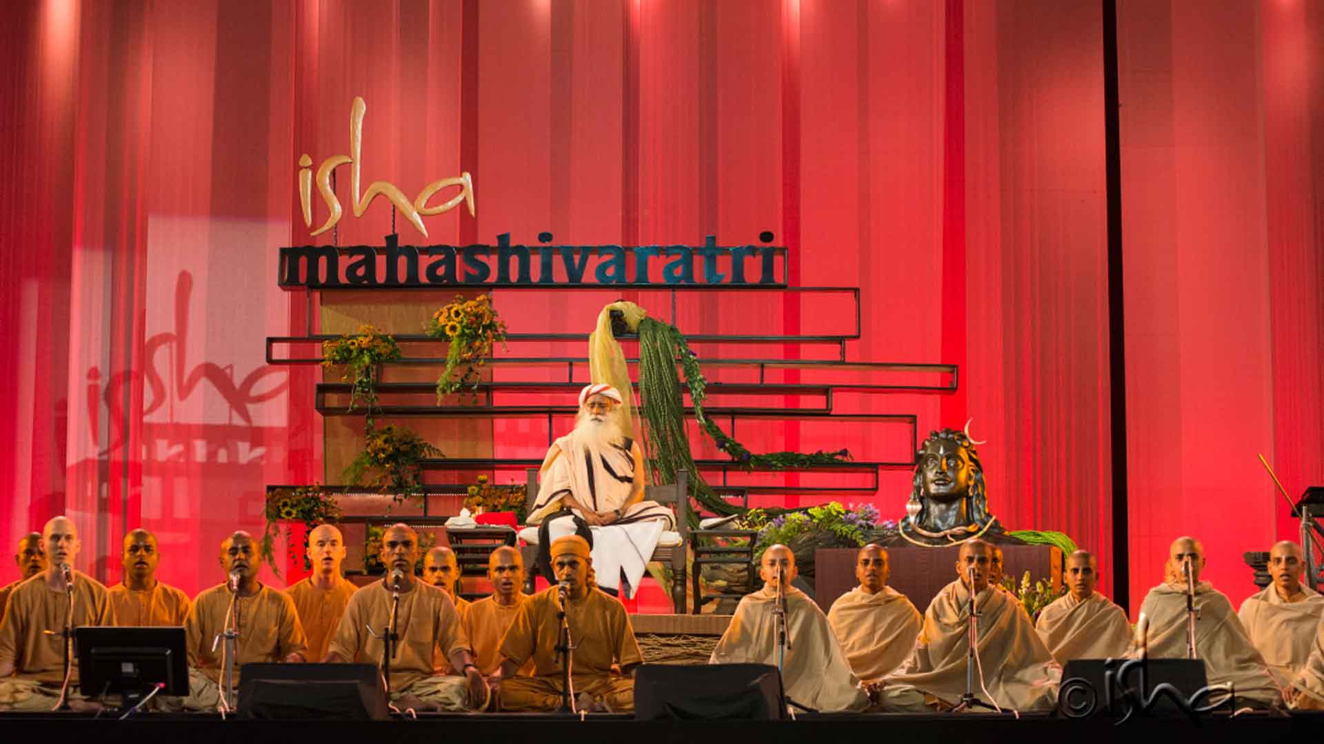 Chanting by Isha brahmacharis