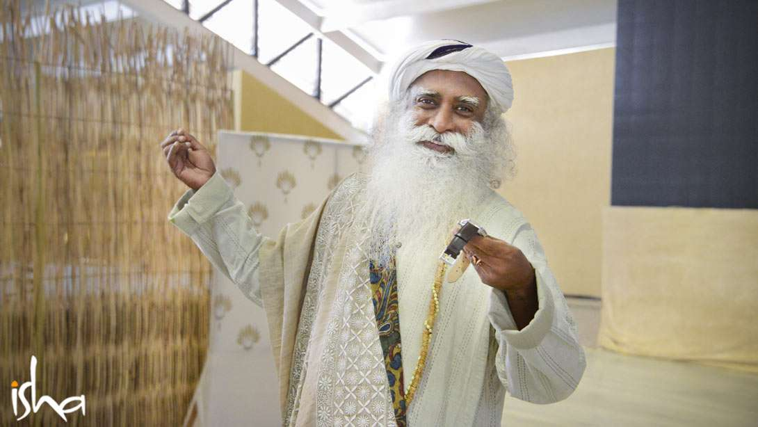 A Yogi's Guide to a Joyful 2017 – Sadhguru