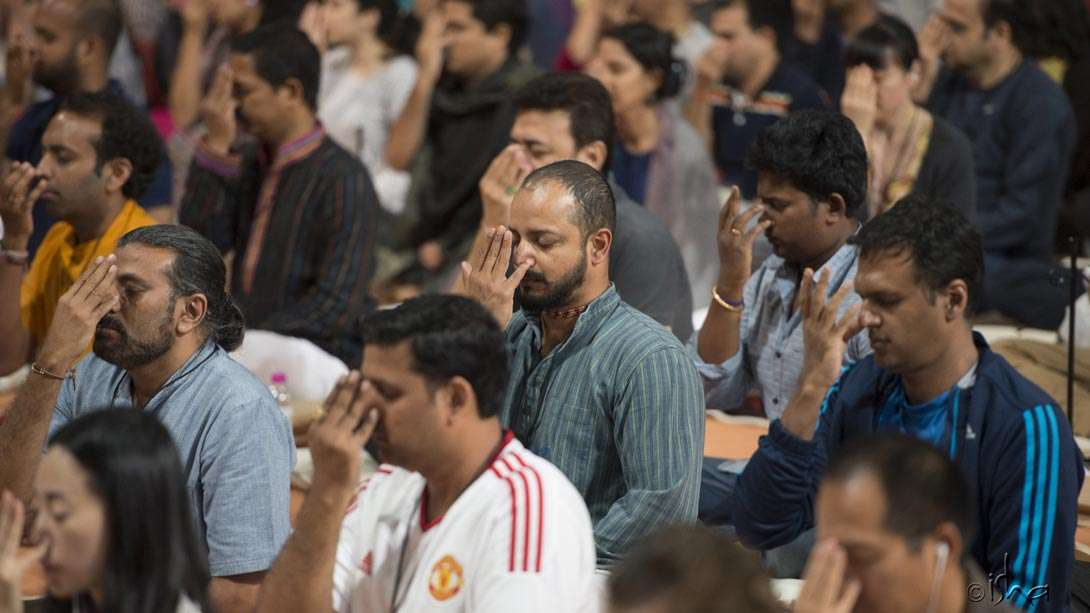 Sadhguru initiated the Inner Engineering participants into the powerful Shambhavi Mahamudra Kriya