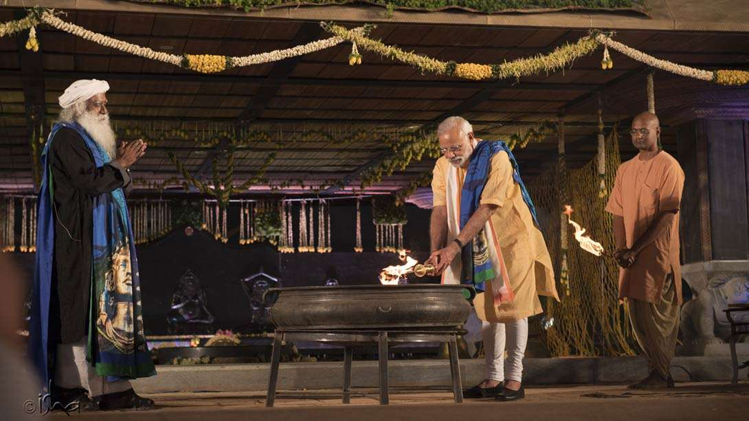 PM Narendra Modi lighting the Maha Yoga Yagna, an inspiration for Yoga Veeras to offer simple tools of yoga to people around the world