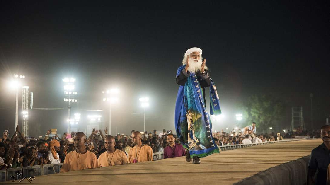 Sadhguru sparing no effort to reach out to everyone upto the last row