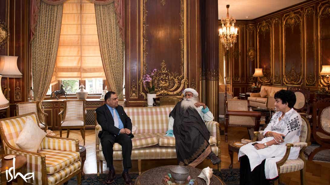 Sadhguru meets the High Commissioner of India, Shri YK Sinha, in London on March 31, 2017