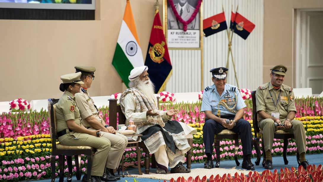 Sadhguru interacting with BSF personnel at the Investiture Ceremony of India's Border Security Force (BSF) on 1 June 2017 in Delhi