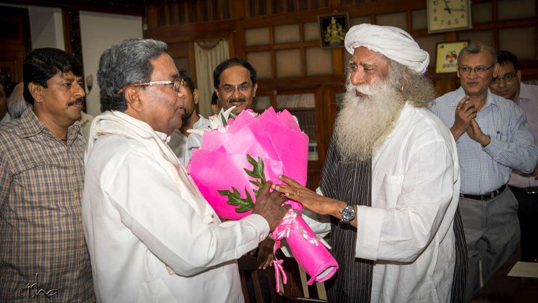 Karnataka Chief Minister Siddaramaiah and Sadhguru coming together for the national cause to save our rivers