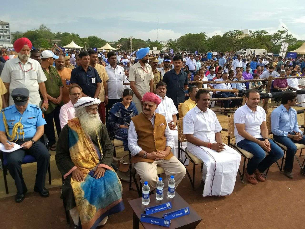 Rally For Rivers Sadhguru and Chief Guests Reaches the Venue Day 01 Coimbatore 04