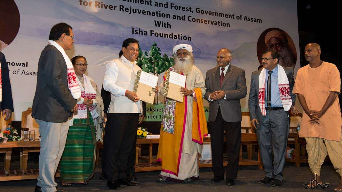 Exchanging MoUs with the Hon'ble CM of Assam