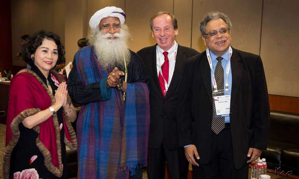 Sadhguru with NASSCOM Chairman Raman Roy (r.) and other top leaders of the industry