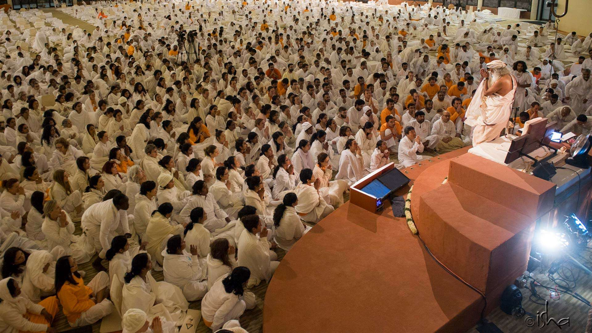 If you wish to come closer – Samyama participants gather around Sadhguru